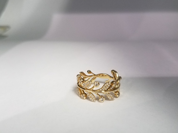 14k Gold Leaves Ring by Shy Creation